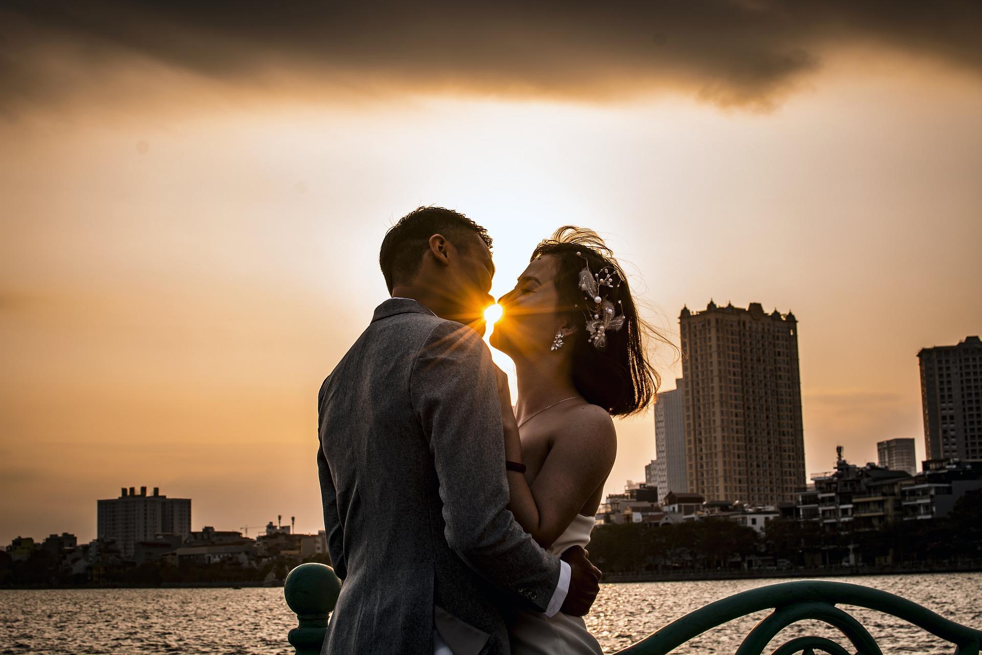 連絡を取り合わないカップルはお互いの信頼度が高い。大人カップルの恋愛に隠された長続きの秘訣